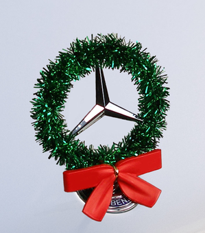 Mercedes Holiday Hood Star Wreath - Green | Accessories ...